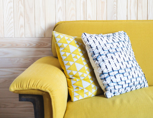 yellow-sofa-with-throw-pillows2
